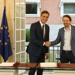 Pedro Sánchez y Pablo Iglesias durante el pacto de investidura