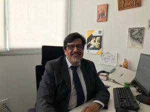 Ángel Barahona en su despacho en la UFV.
