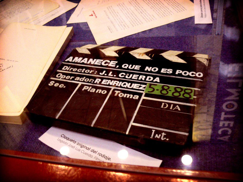 Claqueta de la película Amanece, que no es poco. FOTO: Filmoteca de Albacete