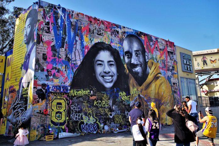 Mural en honor a Kobe y Gianna Bryant en Los Ángeles. FOTO: Flickr